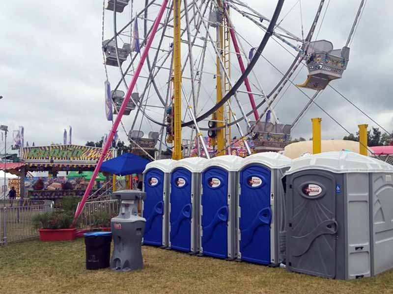 amusement park portable toilets
