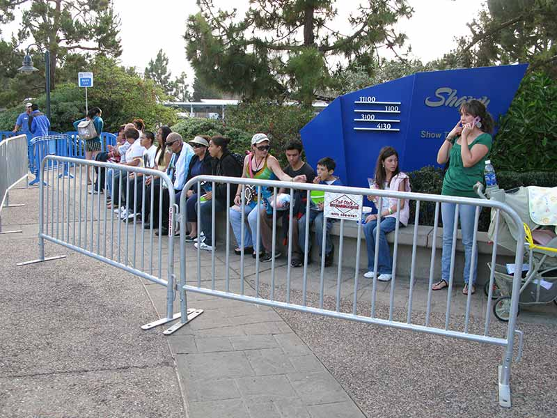 sea world crowd barrier